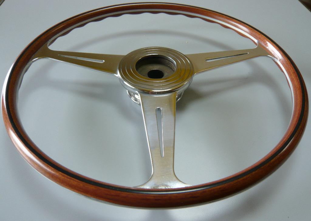 Volanti in legno - restauro, costruzione e rifacimento volanti in legno per auto d'epoca